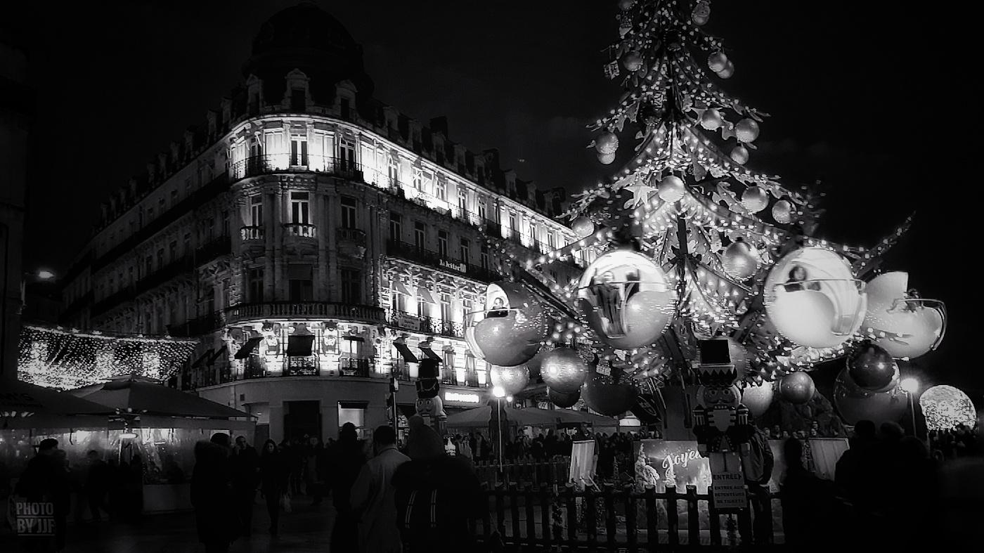 Montpellier - Hiver 2019 - Décoration de Noël - La place de la comédie - Manège temporaire