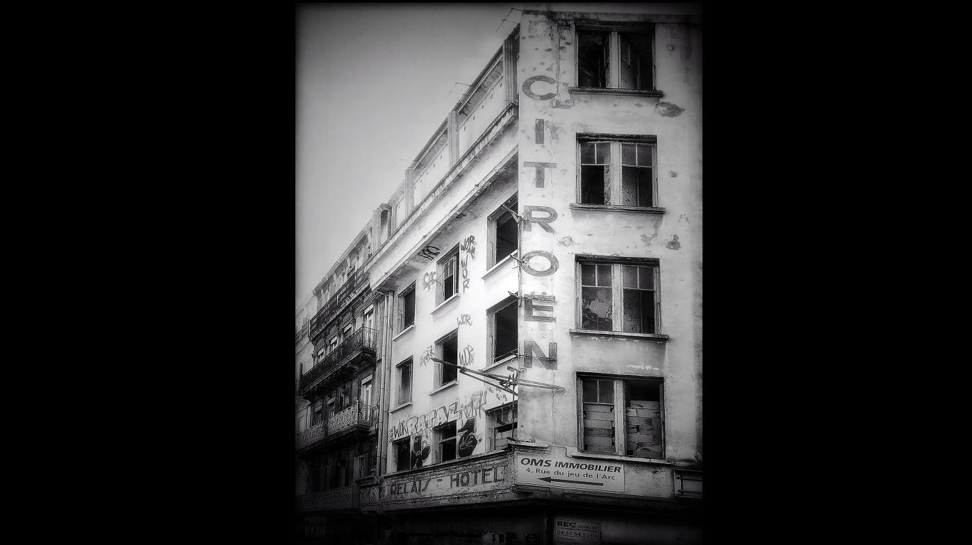 Ancien Bâtiment Citroen devenu depuis un Hôtel Ibis Style