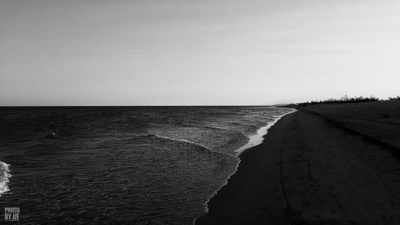 entre2brises_Sur la plage_abandonnee_JJF13