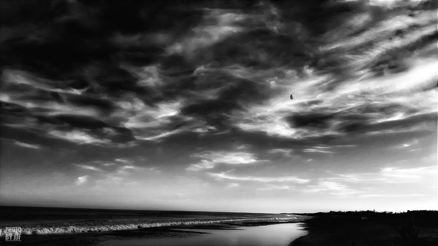 entre2brises_Sur la plage_abandonnee_JJF14